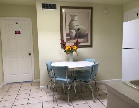 1556405440Aurora-Senior-Living-Tucson-side-room.jpeg